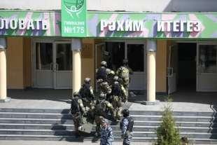 sparatoria in una scuola di kazan, russia 9