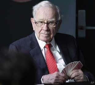 warren buffett holding cards