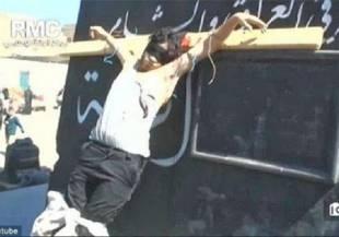 siria i terroristi dell'isis crocefiggono i loro nemici 2