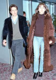 hugh grant e elizabeth hurley anni novanta