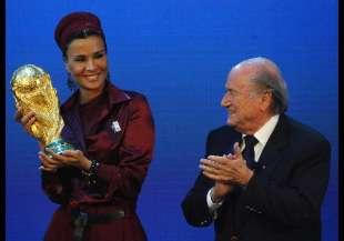 Mozah bint Nasser al Missned con Blatter