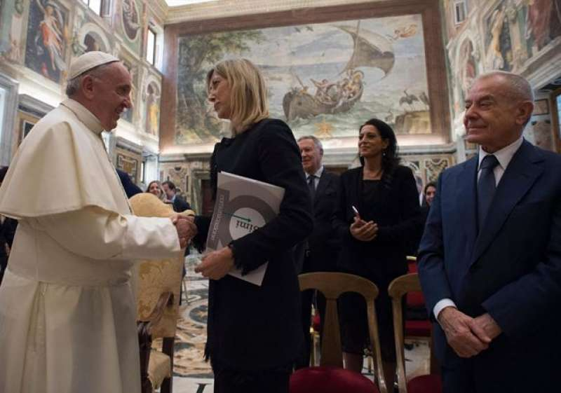 Il Papa riceve una delegazione del Premio Biagio Agnes sti