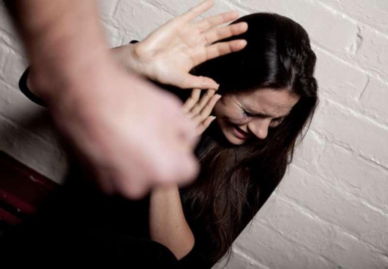 moglie picchiata dal marito