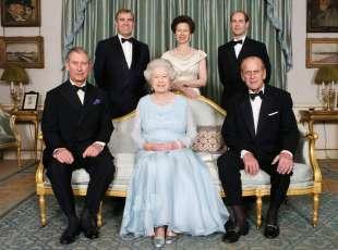 la regina elisabetta, il marito e i figli