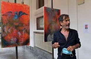 corrado veneziano spiega le sue opere foto di bacco (1)