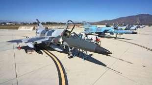 Due aerei supersonici