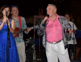edoardo vianello canta con la sua orchestra foto di bacco (2)