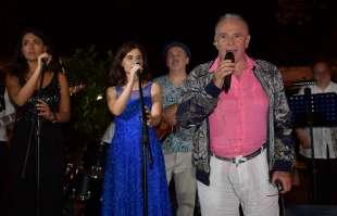 edoardo vianello canta con la sua orchestra foto di bacco (4)