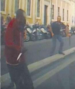 ghanese con coltello aggredisce i poliziotti a termini 3