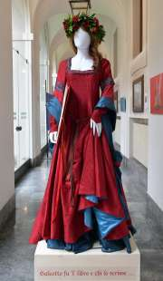 gli abiti realizzati da regina schrecker foto di bacco (1)