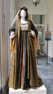 gli abiti realizzati da regina schrecker foto di bacco (2)