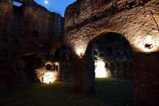 gli ospiti visitano il colombario dei liberti di augusto (2)