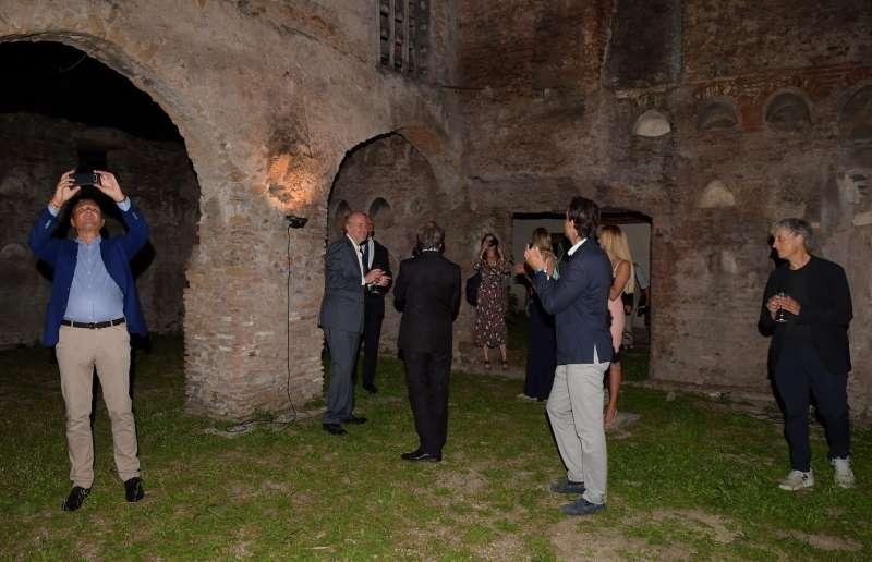 gli ospiti visitano il colombario dei liberti di augusto (3)