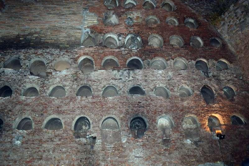 il colombario dei liberti di augusto di sera (2)
