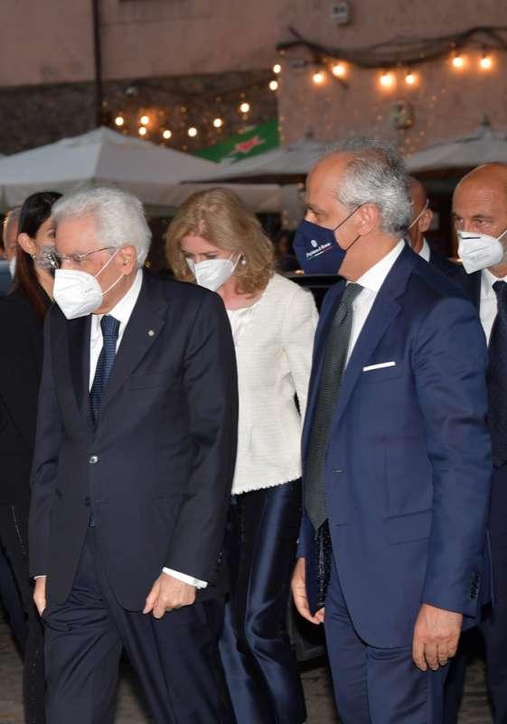 il presidente sergio mattarella con la figlia laura e il prefetto piantedosi foto di bacco