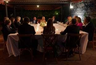 ospiti a tavola per la special edition del cenacolo a roma foto di bacco