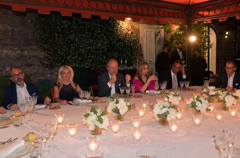 ospiti a tavola per la special edition del cenacolo a roma foto di bacco (2)