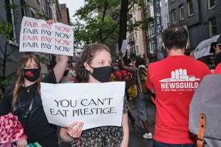 protesta dei dipendenti del new yorker sotto casa di anna wintour 1