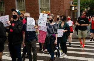 protesta dei dipendenti del new yorker sotto casa di anna wintour 2