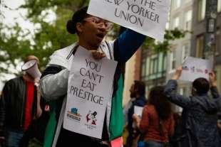 protesta dei dipendenti del new yorker sotto casa di anna wintour 8