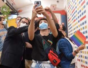 un selfie per ricordare foto di bacco (2)