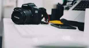 una macchina fotografica canon