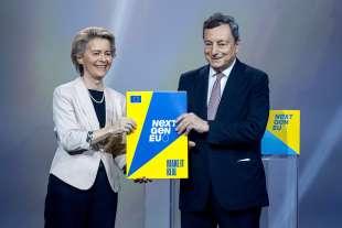 ursula von der leyen consegna a mario draghi la pagella di bruxelles al recovery plan italiano 3