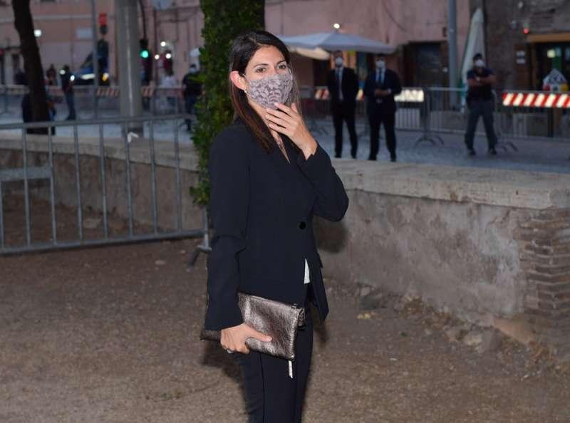 virginia raggi con mascherina foto di bacco