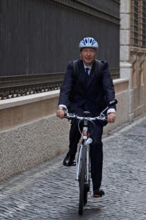 IGNAZIO MARINO IN BICICLETTA FOTO LAPRESSE