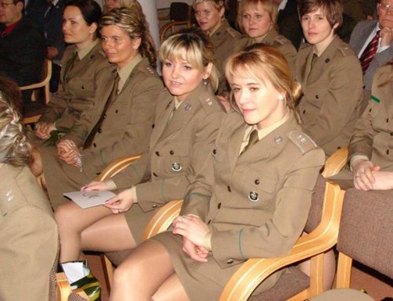 военную девку выебали новорожденных девочек