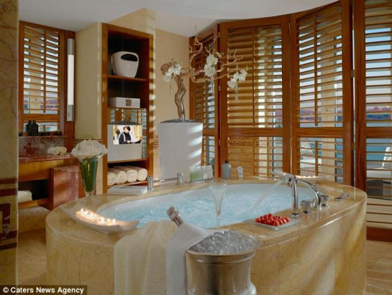 La royal penthouse suite del president wilson hotel di for Royal penthouse suite hotel president wilson