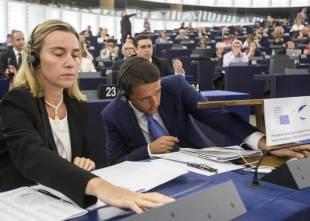 renzi mogherini a strasburgo parlamento europeo