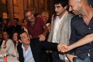 tsipras saluta i militanti di sel