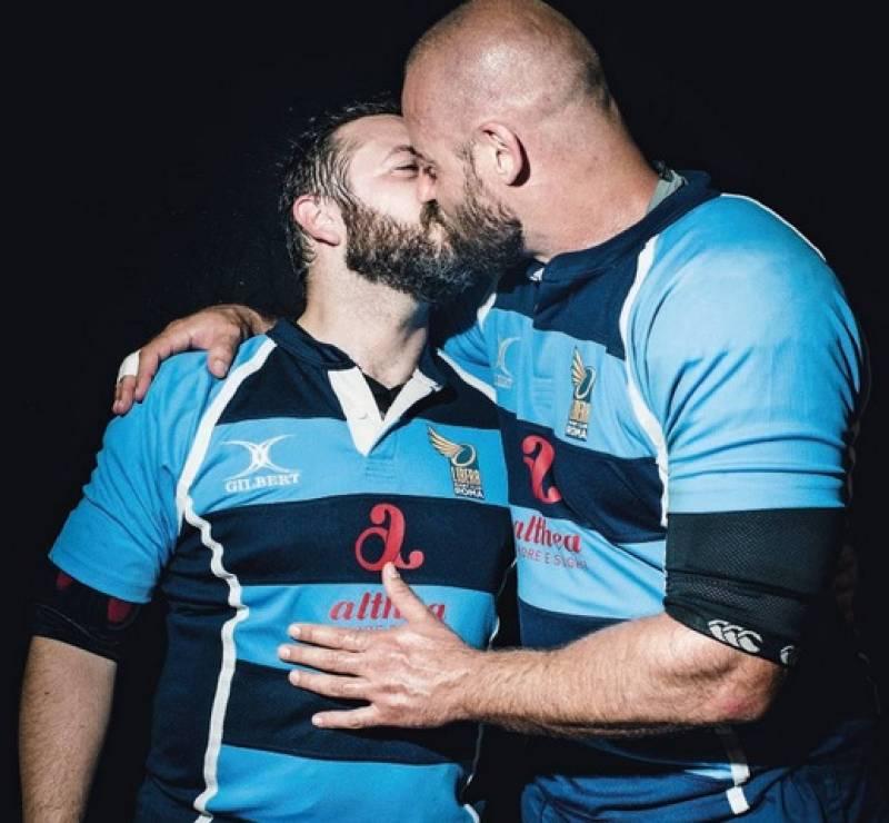 Gay bacio porno