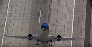 decollo quasi verticale del boeing dreamliner 787