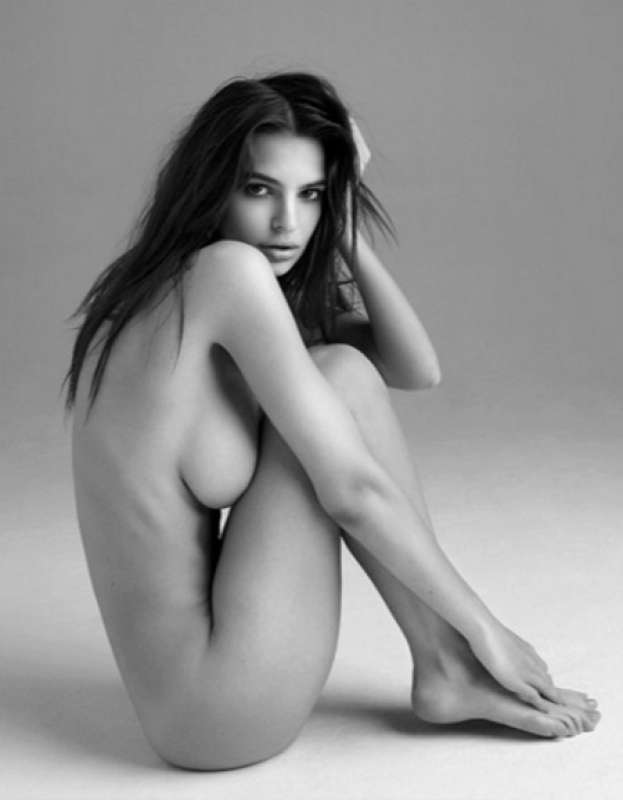 Emily Ratajkowski Di Nuovo Nuda Per Una Linea Gioelli Pornhub 1