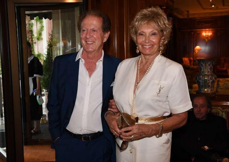 Memo remigi con la moglie lucia dago fotogallery for Giorgio armani figli