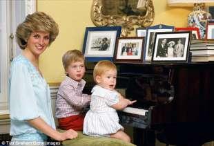 diana al piano con harry e william