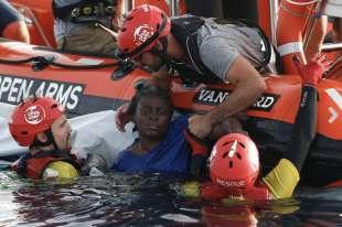 corpi migranti in mare libia 1