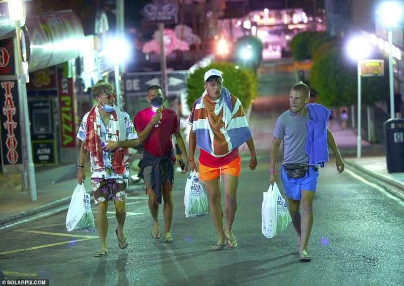 turisti inglesi a magaluf 2