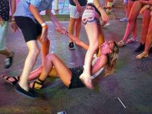 turisti inglesi ubriachi a magaluf