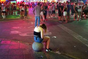 turisti ubriachi in spagna