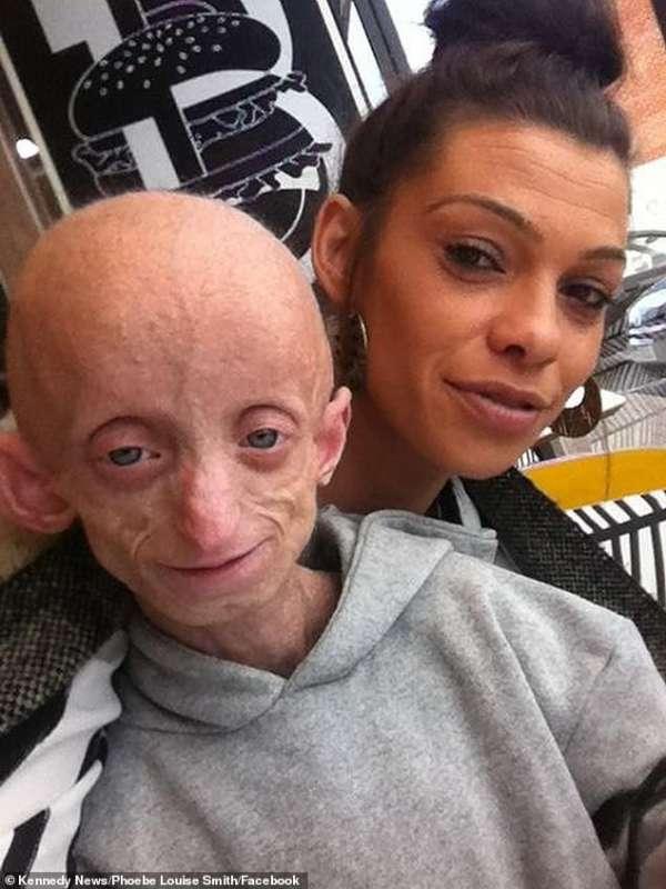 Ashanti Smith con la mamma 3