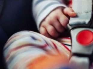 Baby sitter dimentica bimba 4