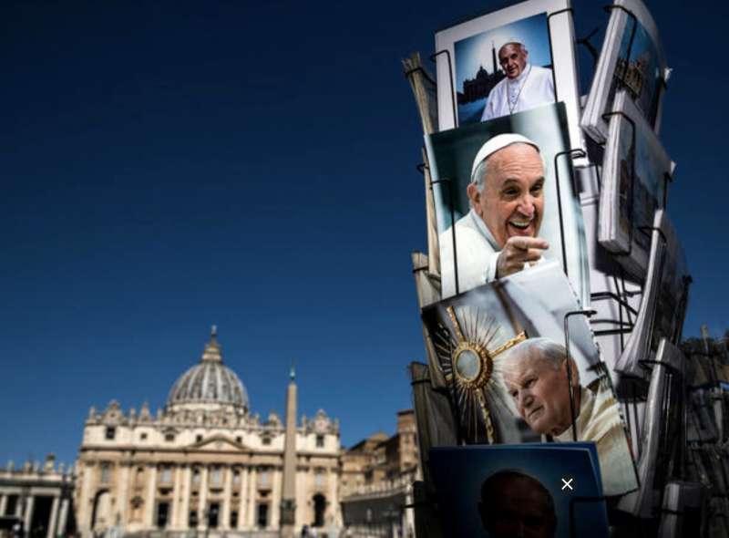 cartoline del papa a piazza san pietro