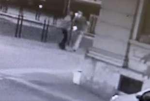 il video dell'aggressione di youns el boussettaoui a massimo adriatici