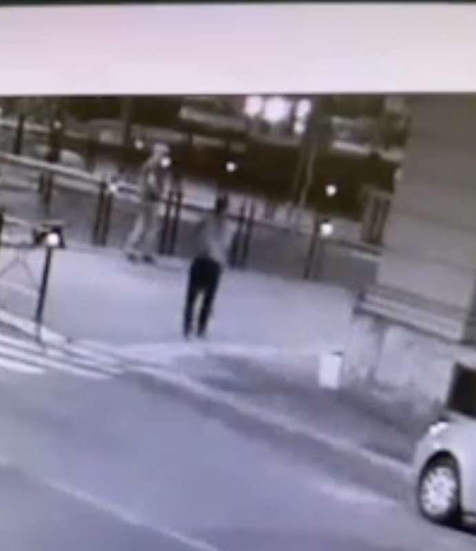 il video dell'aggressione di youns el boussettaoui a massimo adriatici 4