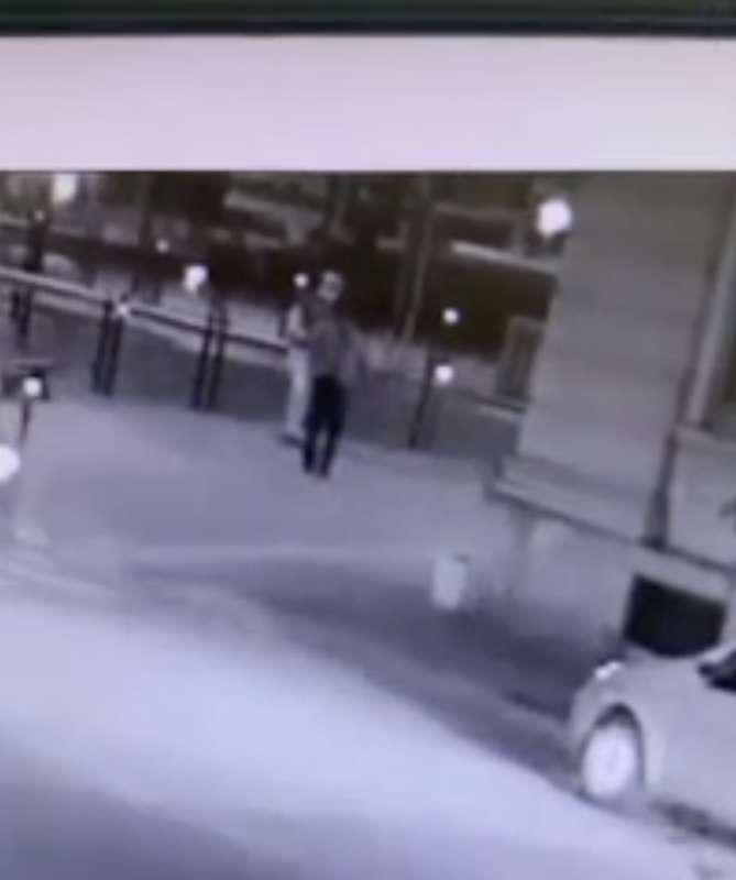 il video dell'aggressione di youns el boussettaoui a massimo adriatici 5