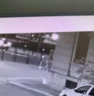 il video dell'aggressione di youns el boussettaoui a massimo adriatici 8