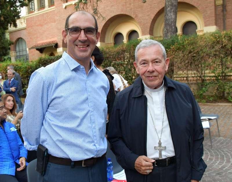 l ambasciatore della colombia presso la santa sede jorge mario eastman con l arcivescovo octavio ruiz foto di bacco